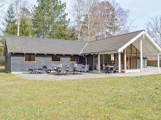 Beautiful home in Græsted w/ Sauna, WiFi and 5 Bedrooms