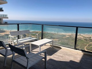 luxury  apt. tower best location sea view Bat yam.