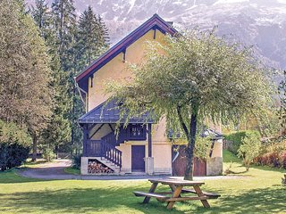 Awesome home in Chamonix Mont Blanc w/ Sauna, WiFi and 5 Bedrooms