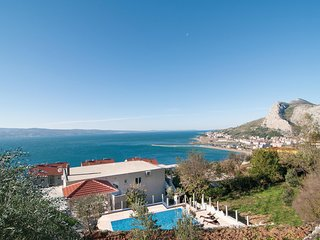Amazing home in Omis w/ WiFi and 3 Bedrooms (CDE685)