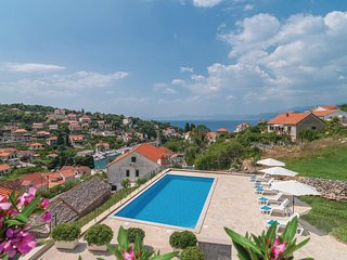 Beautiful home in Splitska w/ WiFi and 2 Bedrooms