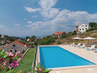 Nice home in Splitska w/ WiFi and 3 Bedrooms