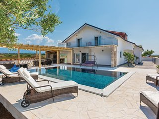 Stunning home in Vrsi w/ Outdoor swimming pool, Heated swimming pool and 6 Bedro