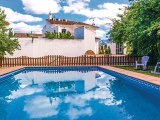 Nice home in Zagrilla Baja w/ WiFi, 5 Bedrooms and Outdoor swimming pool