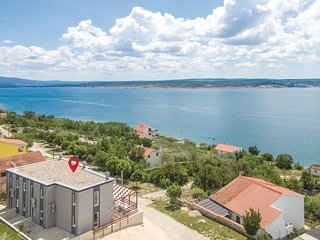 Nice apartment in Maslenica w/ WiFi and 2 Bedrooms (CDA468)