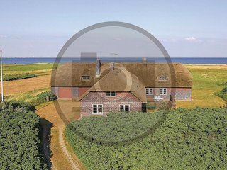 Nice home in Ringkøbing w/ Sauna, WiFi and 11 Bedrooms