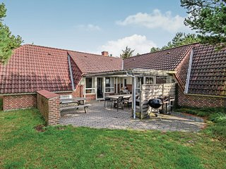 Nice home in Fanø w/ Sauna, WiFi and 7 Bedrooms