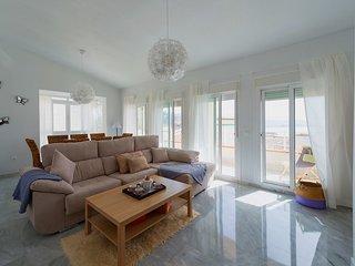 Exklusive Villa mit privatem Pool und Meerblick im Sporthafen Marina del Este