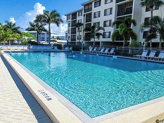 Santa Maria 111 - Free WiFi, Resort Pool, Pier, & BBQ Grill Access