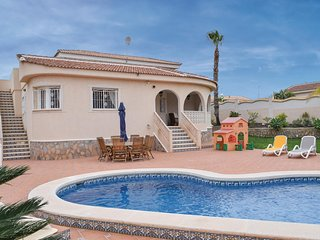 Stunning home in Rojales w/ Outdoor swimming pool, WiFi and 4 Bedrooms