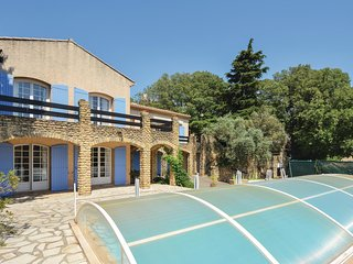 Beautiful home in Cornillion Confoux w/ WiFi, 4 Bedrooms and Outdoor swimming po