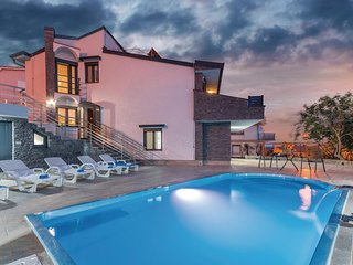 Amazing home in Krk w/ Outdoor swimming pool, Outdoor swimming pool and 4 Bedroo