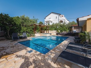 Beautiful home in Brodarica w/ WiFi and 4 Bedrooms