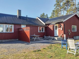 Stunning home in Råde w/ WiFi and 3 Bedrooms (N37455)