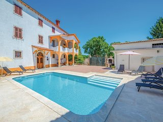 Amazing home in Motovun w/ WiFi and 4 Bedrooms