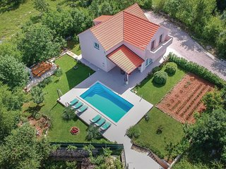 Stunning home in Dugopolje w/ WiFi and 4 Bedrooms