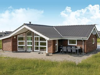 Awesome home in Løkken w/ Sauna, WiFi and 4 Bedrooms (A08925)