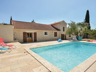 Amazing home in Calvisson w/ WiFi, Outdoor swimming pool and 1 Bedrooms