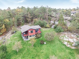Awesome home in Strömstad w/ 3 Bedrooms