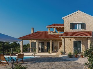 Awesome home in Sibenik w/ Outdoor swimming pool, WiFi and 4 Bedrooms