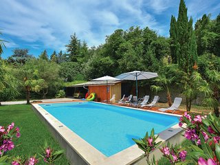 Amazing home in Portoroz w/ WiFi and 6 Bedrooms