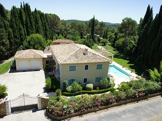 Villa of 330 sqm located in a private and secure area