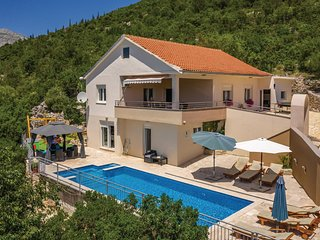 Stunning home in Zavojane w/ WiFi and 4 Bedrooms