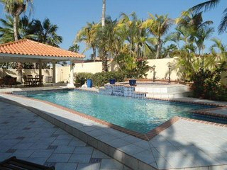 Grand Villa With Beautiful Pool, Swim-up bar,  Much More