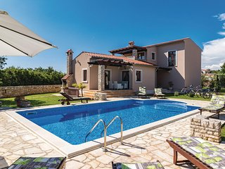 Amazing home in Pula w/ 4 Bedrooms