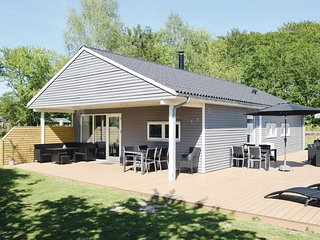 Nice home in Svendborg w/ WiFi and 4 Bedrooms