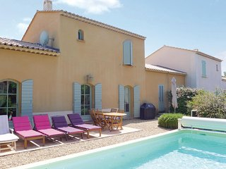 Awesome home in Saint Remy de Provence w/ WiFi, Outdoor swimming pool and 3 Bedr