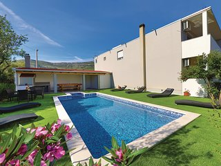 Nice home in Rudine w/ Outdoor swimming pool, WiFi and 6 Bedrooms (CDT783)