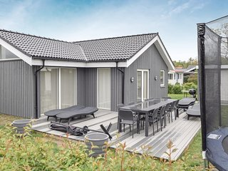 Awesome home in Børkop w/ Sauna, WiFi and 5 Bedrooms (D89508)