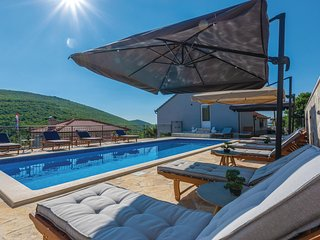 Stunning home in Cacvina w/ WiFi, 7 Bedrooms and Outdoor swimming pool