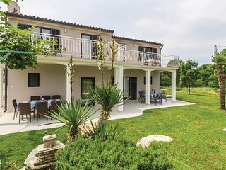 Nice home in Porec w/ 3 Bedrooms (CIE313)