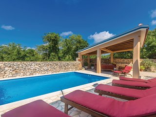 Stunning home in Garica w/ WiFi and 4 Bedrooms (CKK543)