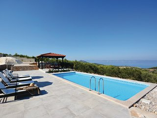 Stunning home in Gdinj w/ WiFi and 3 Bedrooms