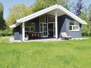 Nice home in Vejby w/ Sauna, WiFi and 3 Bedrooms