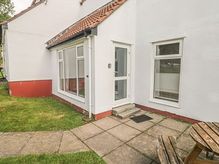 6 MANORCOMBE, all ground floor, shared leisure facilities, private patio