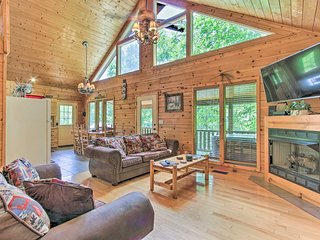 NEW! Sevierville Cabin w/Views ~12 Mi to Dollywood