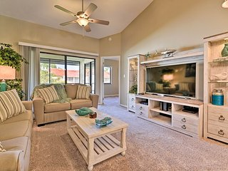 Titusville Condo w/Comm Pool & Screened Patio