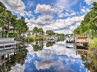 Canalfront Weeki Wachee Home w/ Private Dock!
