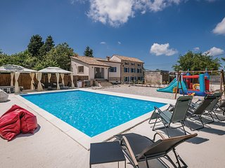 Beautiful home in Vodnjan w/ Outdoor swimming pool, WiFi and 4 Bedrooms (CIC981)