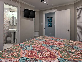 Beachfront Condo w/Pools - .5mi to Galveston Pier!