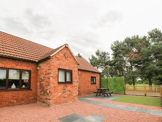 THE STABLE, open-plan with woodburning stove, near York