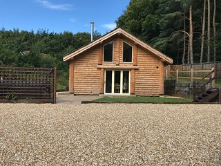 Loxley's Lodge - 3 bed log cabin in the heart of Sherwood Forest