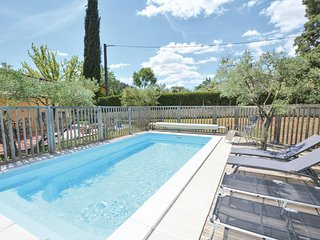 Nice home in Comps w/ WiFi, Outdoor swimming pool and 4 Bedrooms