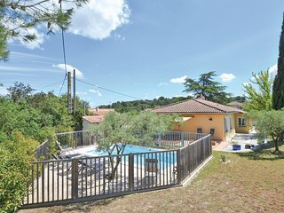 Nice home in Comps w/ WiFi, Outdoor swimming pool and 4 Bedrooms (FLG129)