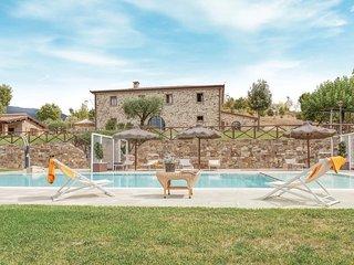 Exclusief natuursteenhuis met zwembad in heuvelgebied