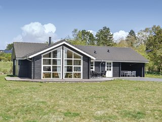 Awesome home in Knebel w/ Sauna, WiFi and 4 Bedrooms